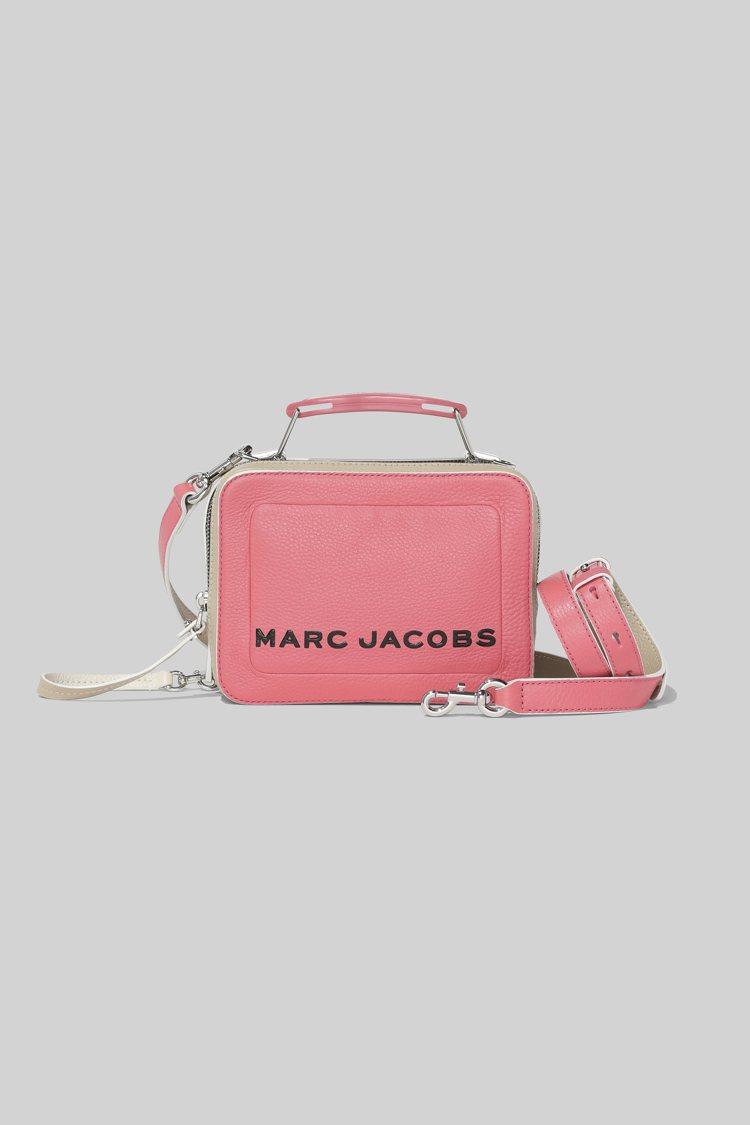 糖果芭比粉The Box包(20cm),16,900元。圖/Marc Jacob...