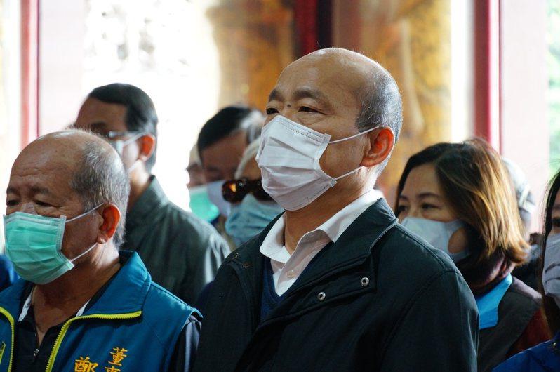 韓國瑜因應武漢肺炎疫情,取消發紅包,僅參拜祈福。記者林伯驊/攝影