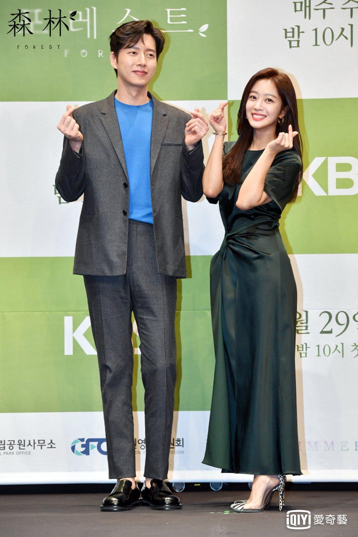 朴海鎮(左)與趙寶兒今天一起出席「Forest森林」新戲記者會。圖/愛奇藝台灣站