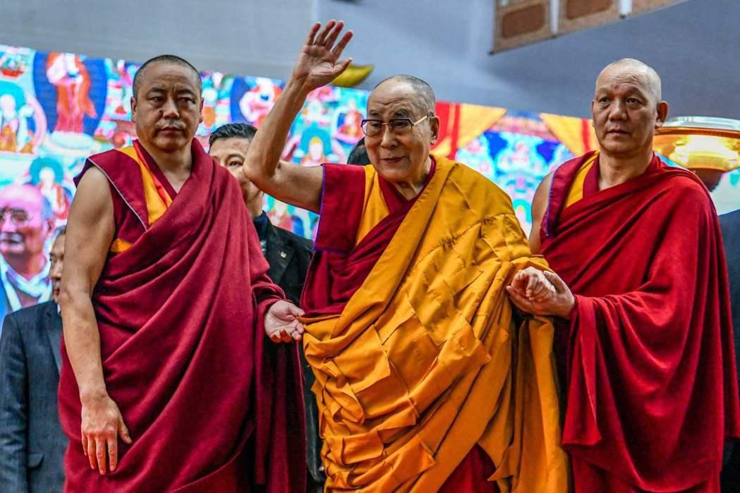 美國眾議院今日通過《西藏政策及支援法案》,以捍衛藏人宗教自由,保障西藏自治地位。...