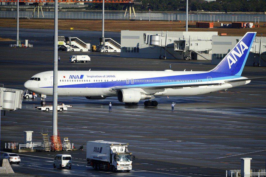 日本政府的撤僑包機29日從武漢抵達東京羽田機場。美聯社