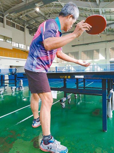 習慣乒乓球的存在後,技癢時偶爾也會去球館找人切磋,養成運動習慣。 圖╱小菲(新北...