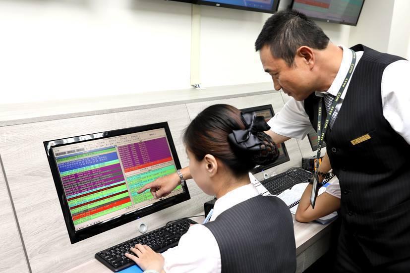 保全業者利用科技設備,掌控社區內狀況。圖/僑聯物業管理公司提供