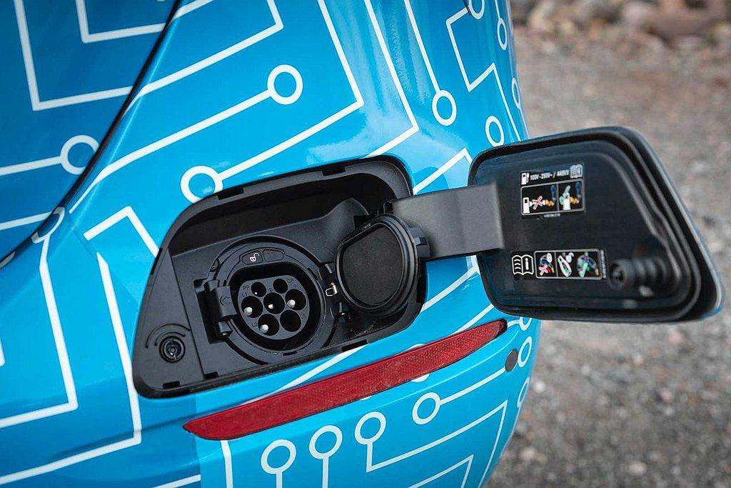 小改款賓士E-Class將會有7款PHEV插電式複合動力車型(包括房車、旅行車、...
