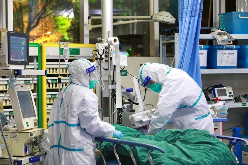公開宣告PHEIC,也能對不合作的國家施以政治壓力。圖攝於1月28日,武漢大學中南醫院。 圖/路透社