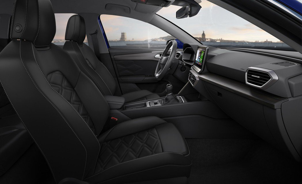 SEAT Leon 的中控也幾乎看不到實體按鍵。 圖/SEAT提供