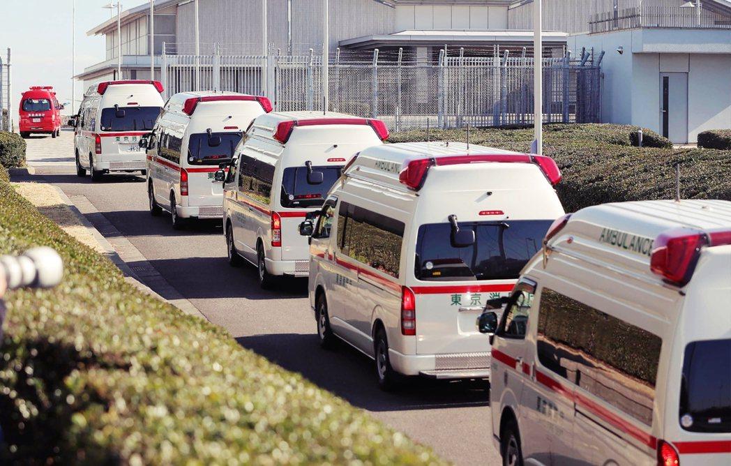 撤僑用的全日空JA607A客機,隔天持續飛往武漢,在30日上午搭載210名日僑返...
