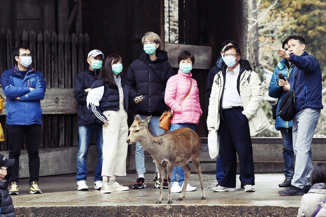 日本政府在防控武漢肺炎上,卻顯得緩慢而沒有效率,就連負壓隔離病床的數量,也嚴重不...