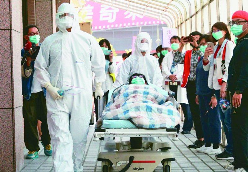 走過SARS風暴的資深醫師表示,被隔離者及其家人可能感到被貼標籤而沮喪不安,盼衛福部編纂指引,協助社會調適這場疫病帶來的壓力。本報資料照片
