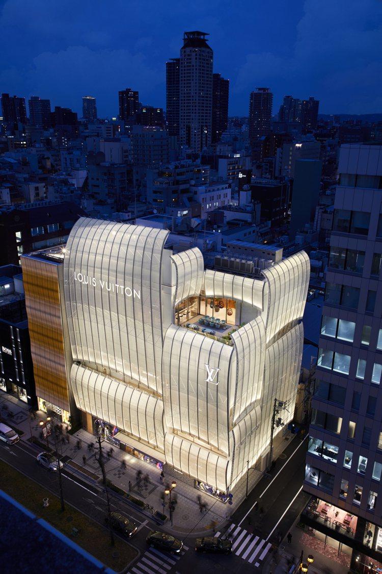 為路易威登設計過紐約第五大道專門店的青木淳,以白色風帆的壯闊、江戶時期的菱垣廻船...