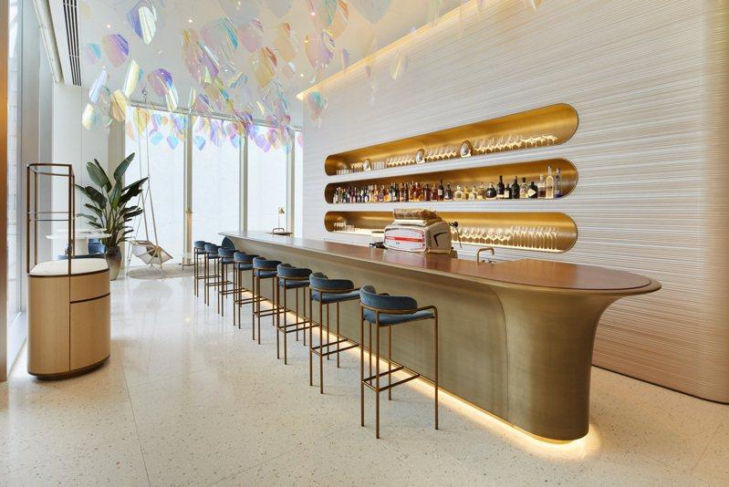 全世界第一個路易威登Le Café V咖啡廳位於大阪御堂筋旗艦店。圖/LV提供