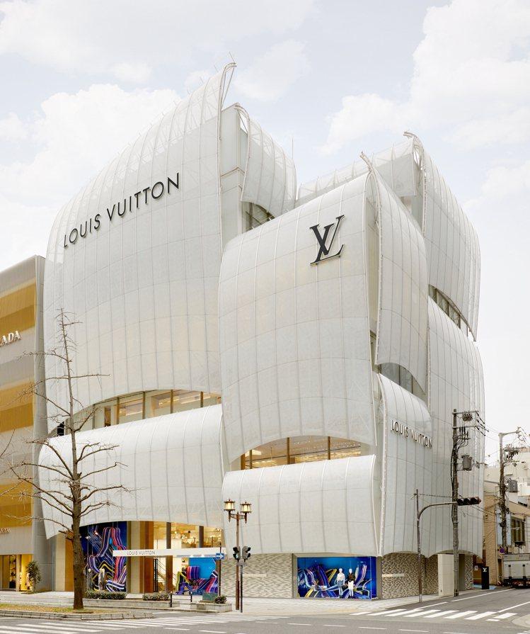 路易威登大阪御堂筋旗艦店是建築師青木淳(Jun Aoki)和彼得.馬力諾(Pet...