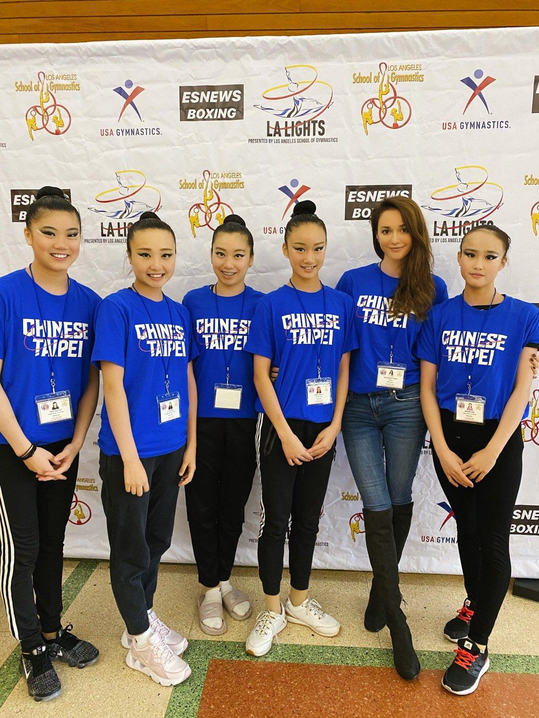 瑞莎(右二)帶台灣選手參加參加LA lights 2020錦標賽。圖/蓉億娛樂提...