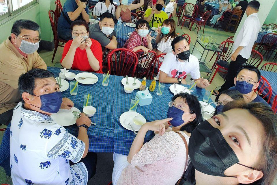 邵庭親友一行人在華欣度假。圖/邵庭臉書