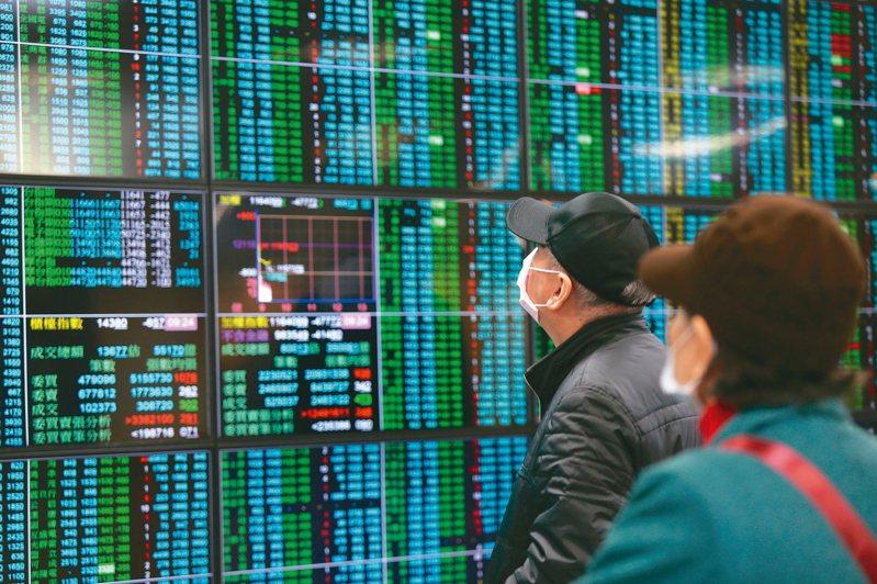 台北股市昨天開紅盤,但受武漢肺炎疫情衝擊,收盤重挫六九六點,創史上最慘開紅盤行情。 記者徐兆玄/攝影