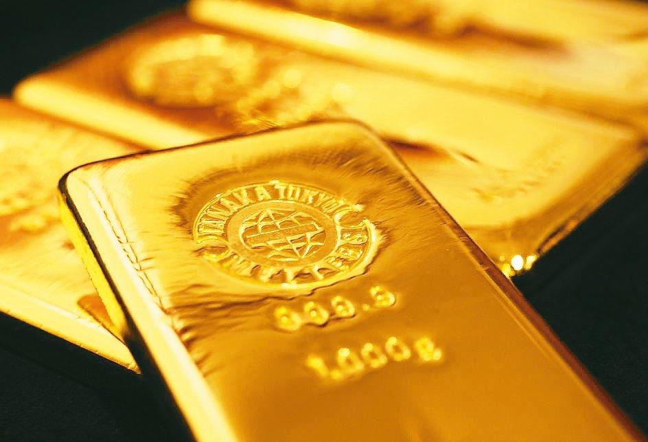 全球投資人正急著重新擁抱黃金。 路透