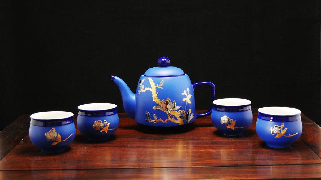 劉武經典代表作品「雕釉金銀彩玉蘭茗壺」。劉武/提供