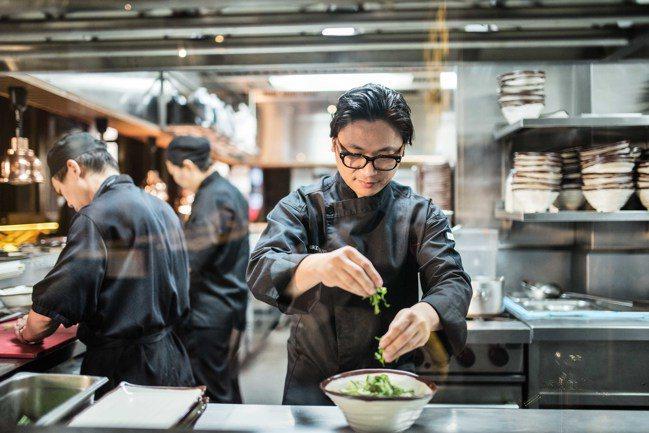 越南西貢萬韻酒店邀來當地最有才華的廚師之一Luke Nguyen,引領賓客體驗在...