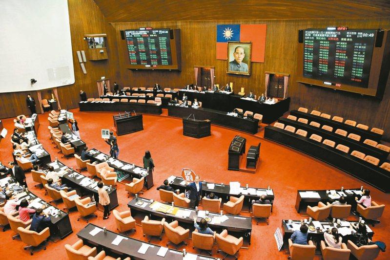 第十屆立法委員明天將宣誓就職,組成新國會。 本報資料照片
