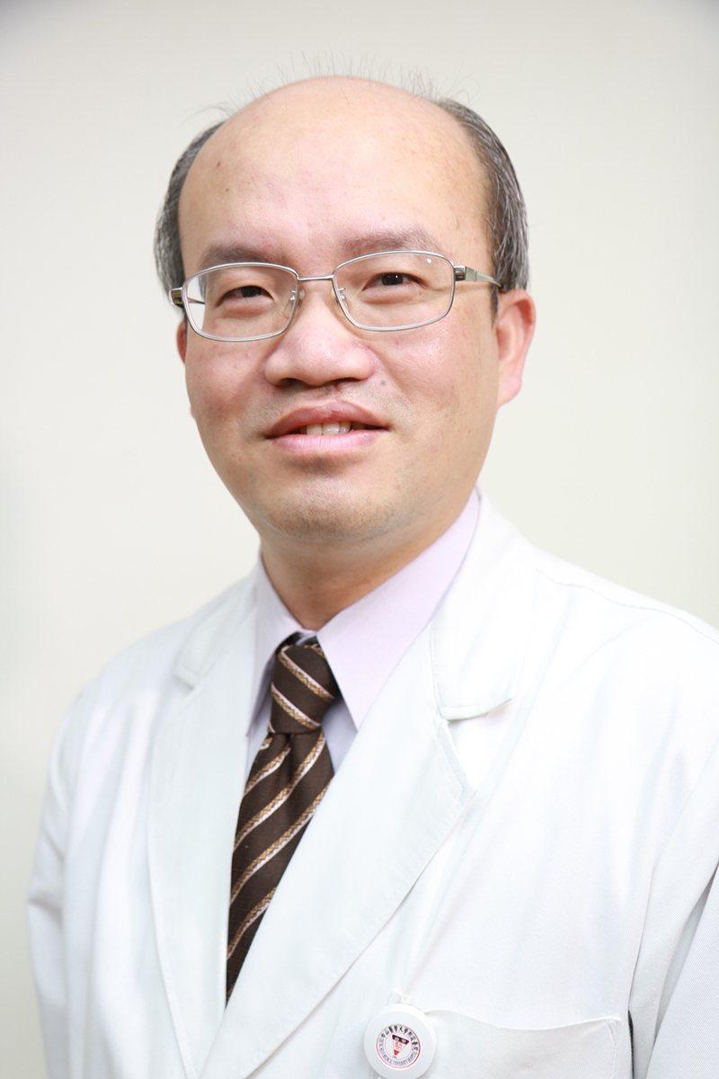 中山醫學大學附設醫院腎臟科張浤榮主任提醒,「高齡、洗腎、慢性腎臟病、糖尿病跟慢性...