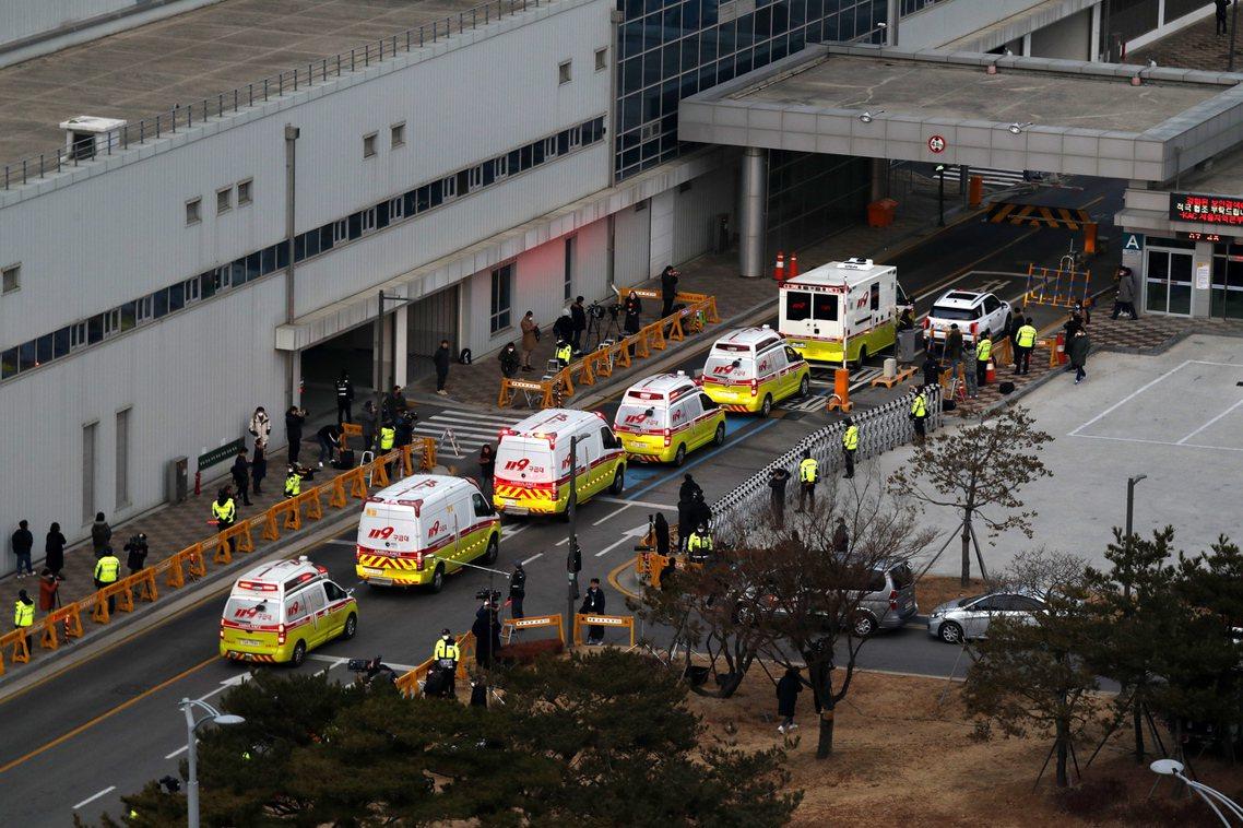 南韓政府也包下了大韓航空(KE)的波音747客機,成功地於31日清晨撤回了第一波...