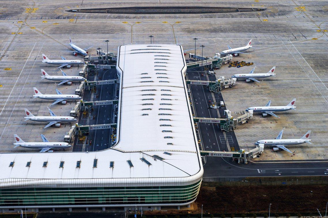 大韓航空的KE-9884班機,是在31日清晨1點才獲准從武漢天河機場(WUH)起...