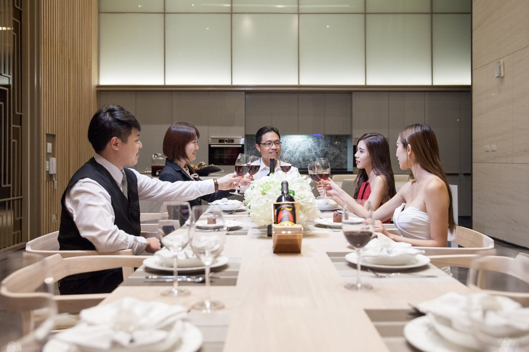 晶燦宴會廳精緻款待親朋好友,輕鬆升等頂級人生。圖片提供/三發地產