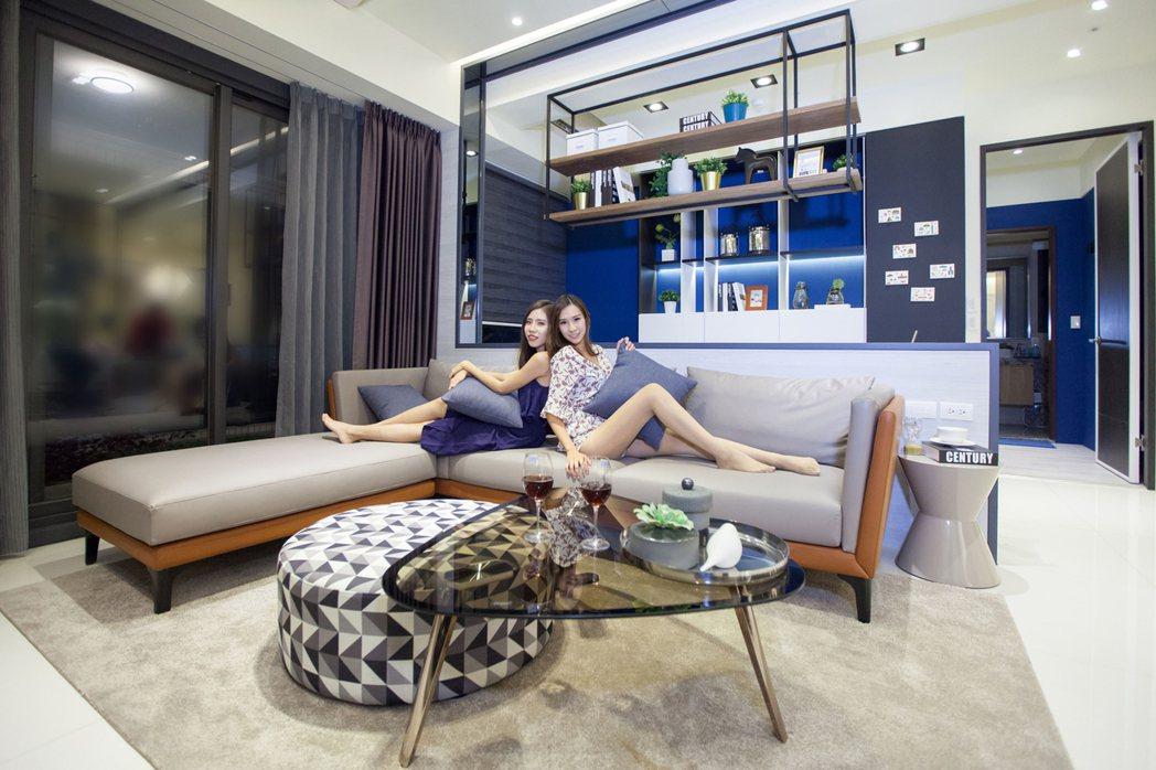 客廳採大面寬規劃模式,超大坪效創造魔術大空間,成就人人嚮往的極致場域。圖片提供/...