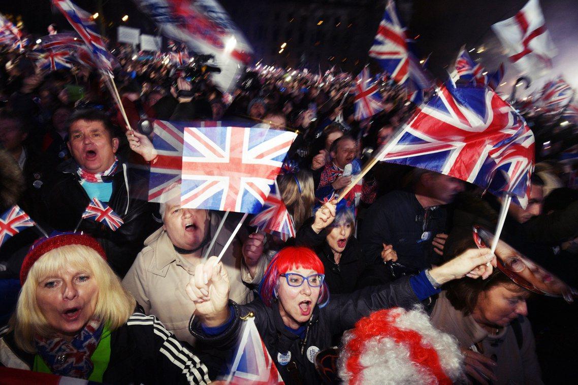 倫敦國會大廈外的「脫歐派對」。 圖/歐新社