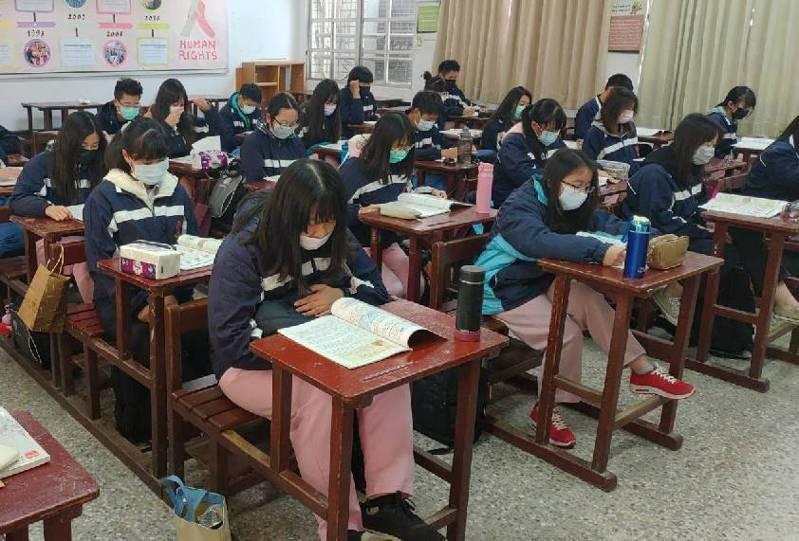 台南市許多學校今天相繼宣布,下周課輔取消。記者鄭惠仁/攝影