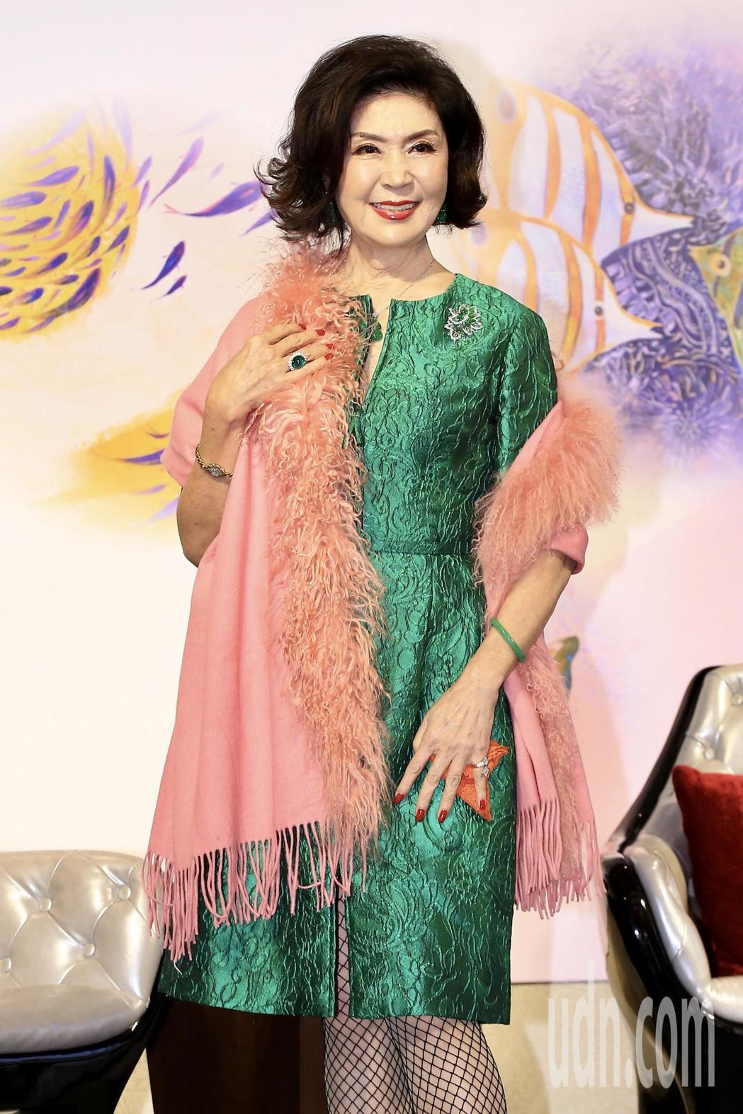 「最美麗主持人」白嘉莉下午舉行《白嘉莉 回眸》新書發表會。記者林伯東/攝影