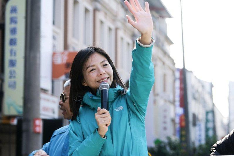 立委洪慈庸今天任期屆滿卸任,她今天感性發文表示,從立委畢業了,慈庸依舊和台灣社會站在一起,期待一個更好的未來!圖/洪慈庸服務處提供