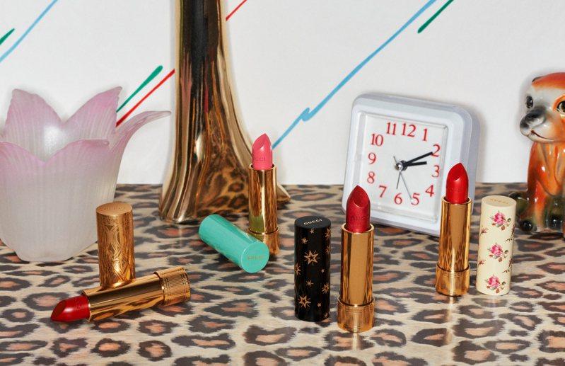 古馳傾色星輝唇膏的形象廣告,顛覆了典型美妝廣告的風格。圖/GUCCI提供