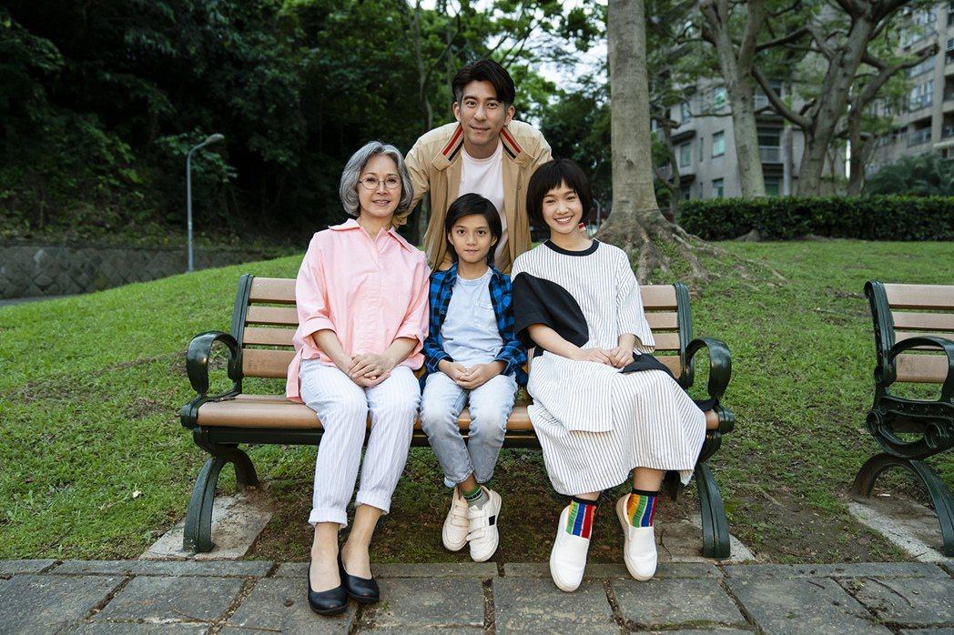 「天堂的微笑」劇中「孫家」全家福,但已沒有林予晞。圖/TVBS提供