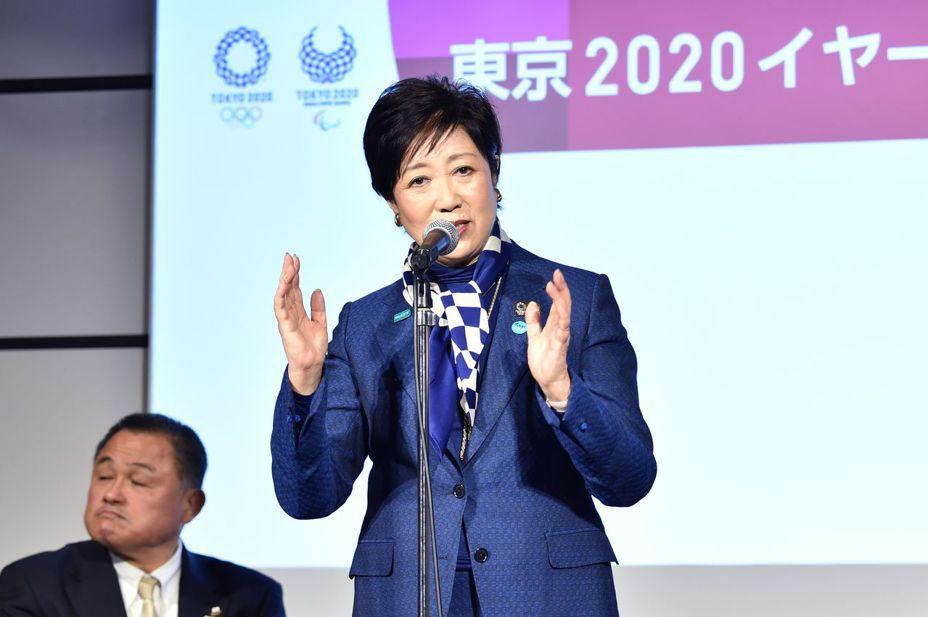 東京都知事小池百合子(右) 否認東京奧運將停辦。法新社資料照片