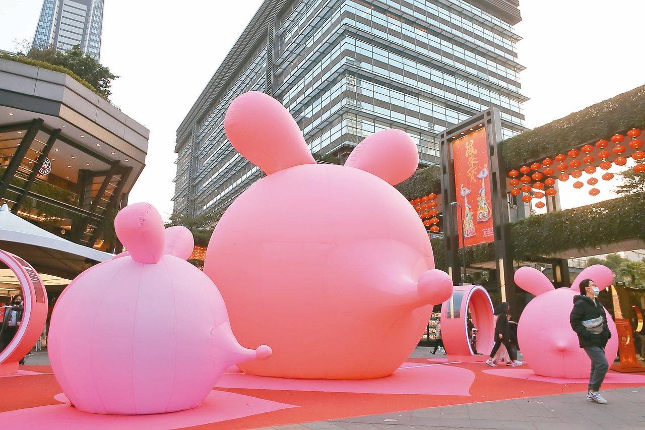 「2020新光三越鼠年燈節-心有所鼠」的巡迴展演自昨日起正式起跑。 記者陳睿中/...