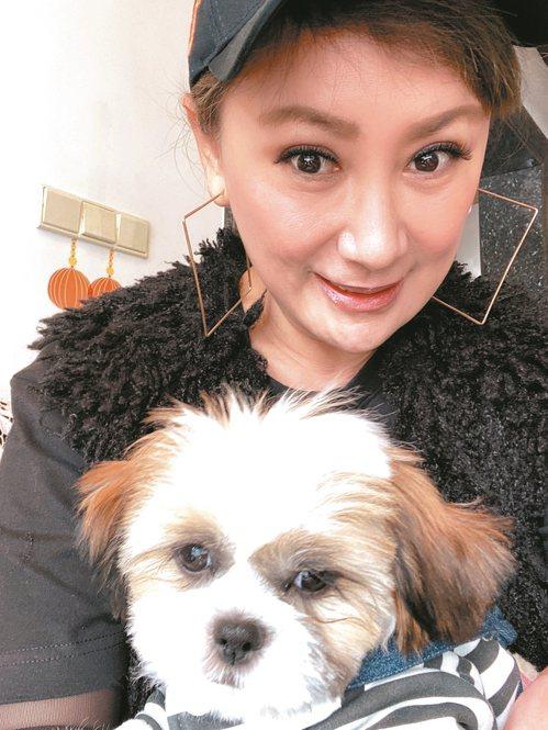 陳亞蘭也很寵愛安安。 圖/麗生百合提供