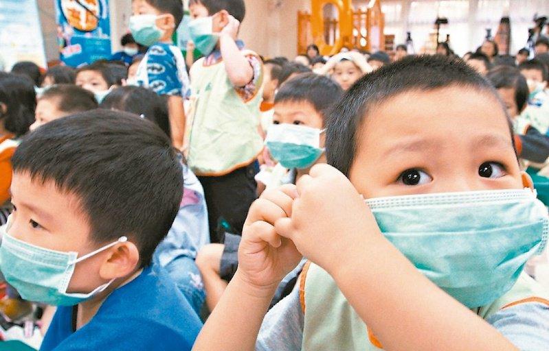 世界衛生組織(WHO)宣布將新型冠狀病毒疫情提升為「國際公共衛生緊急事件」,各級學校將陸續開學,但武漢肺炎持續升溫,學生互動密集,家長人心惶惶。 圖/聯合報系資料照片