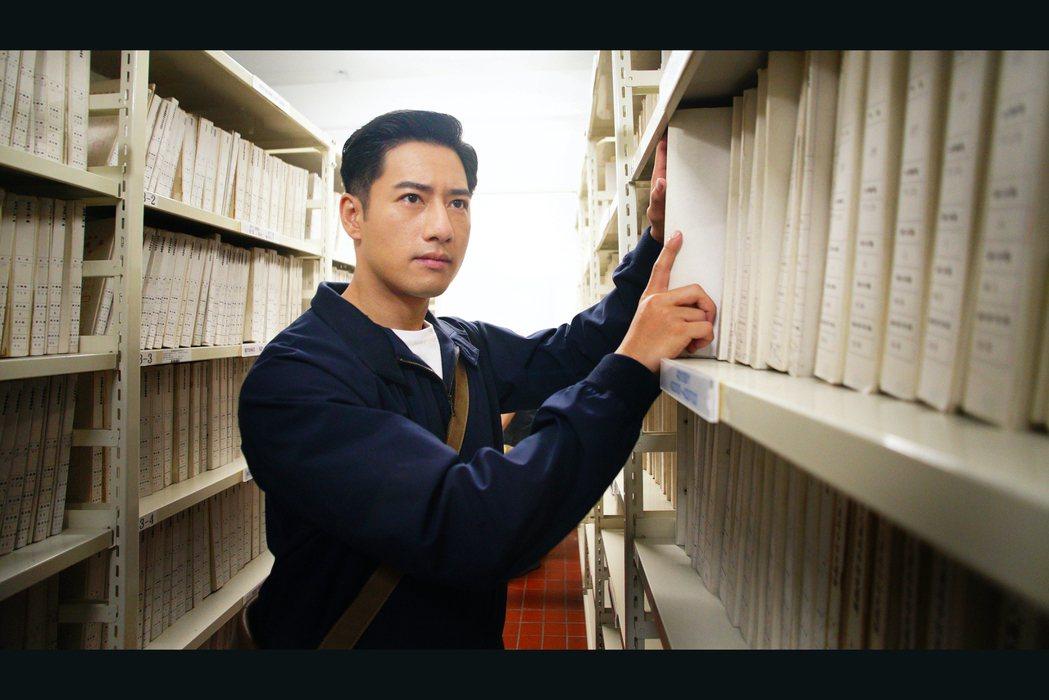 周孝安在「國際橋牌社」飾演侍衛官。圖/friDay影音提供