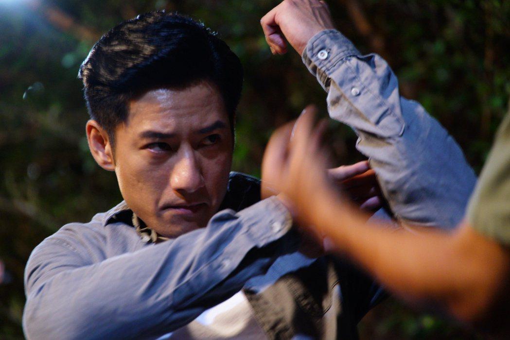 周孝安為拍「國際橋牌社」學八極拳。圖/friDay影音提供
