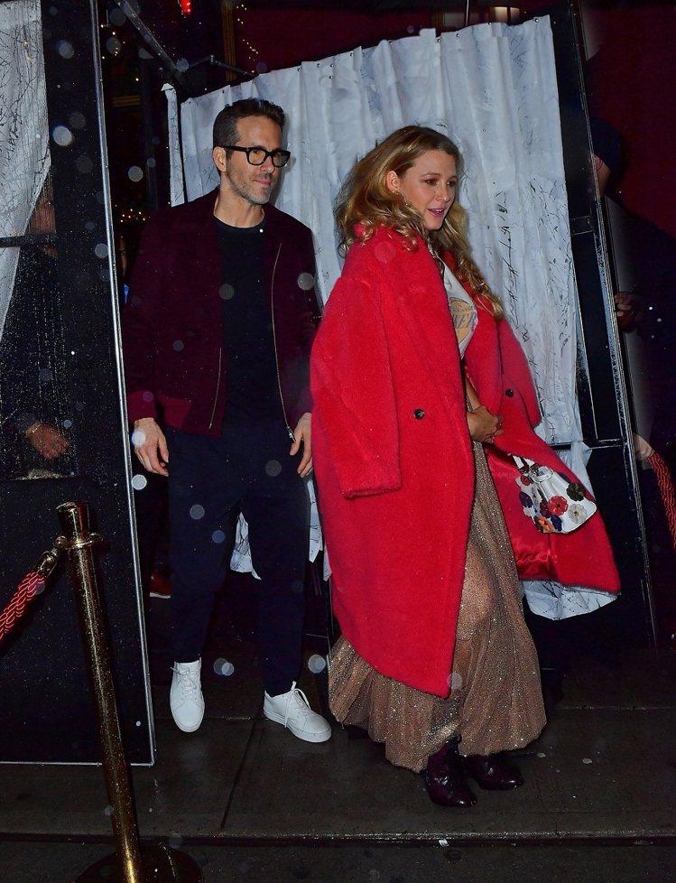 布蕾克萊芙莉穿著Max Mara珊瑚紅Teddy Bear大衣,售價15萬800...
