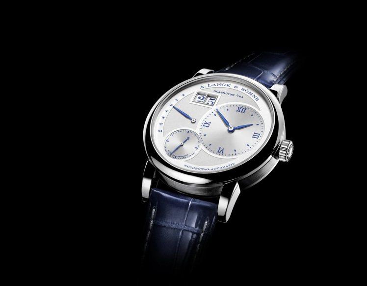朗格Lange 1系列25周年紀念Daymatic腕表,保持銀色錶面、但細節處易...