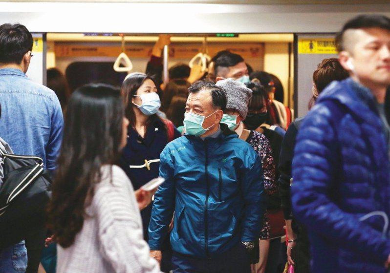 我國武漢肺炎疫情目前累積10例確診個案,但昨日指揮中心專家會議認為我國尚未出現社區感染,建議一般民眾無須戴口罩,引起軒然大波。本報系資料照