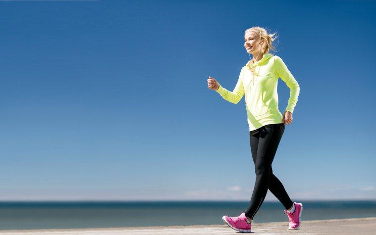 日行萬步是維持身材的良好基礎,但並非適用各種情況的法則。 圖╱123RF