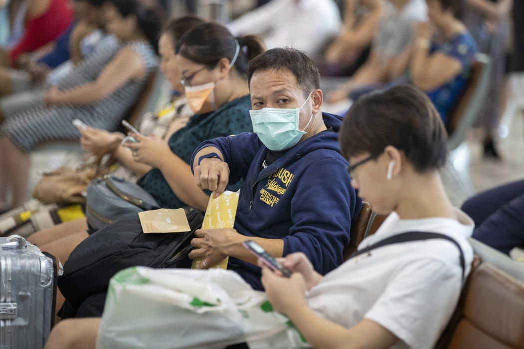 武漢肺炎疫情蔓延,許多國家紛紛祭出管制陸客入境措施。圖為澳洲布里斯班機場候機室。...