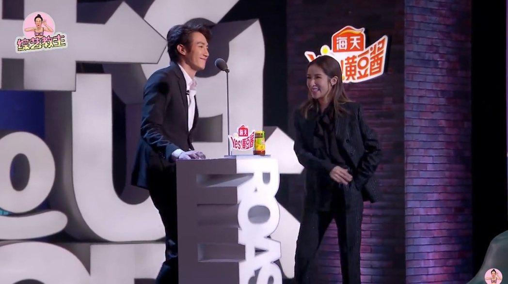 蕭亞軒與黃皓難得同台上節目。 圖/擷自微博