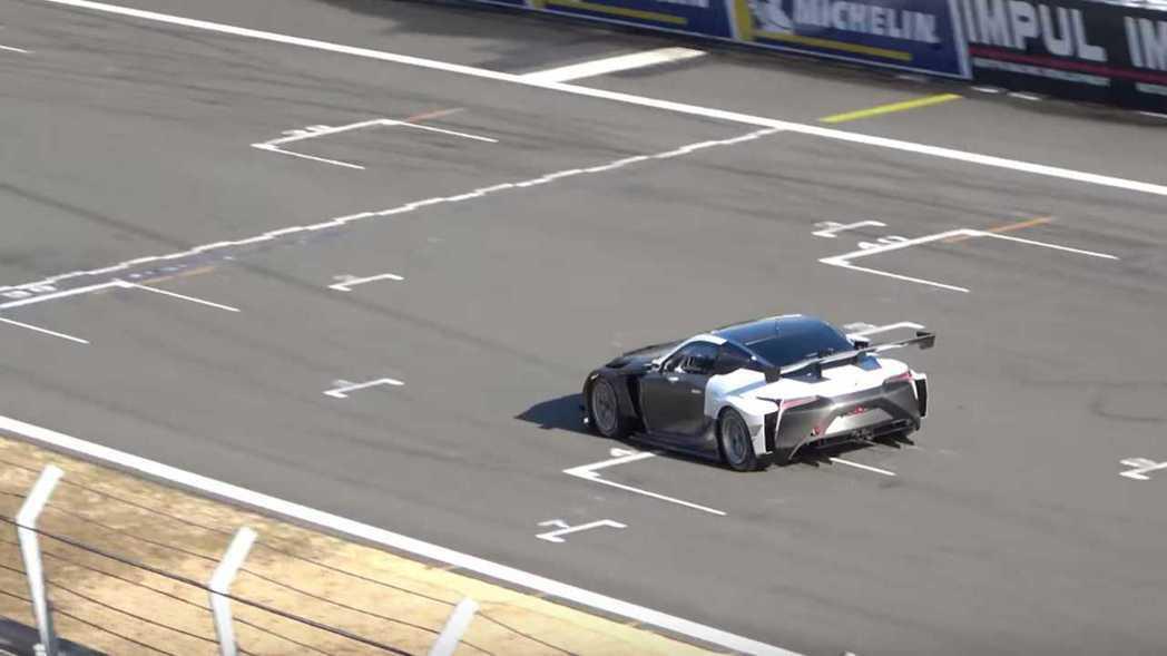 搭載全新4.0升雙渦輪V8引擎的LC500賽車正在進行測試。 摘自carbuzz...