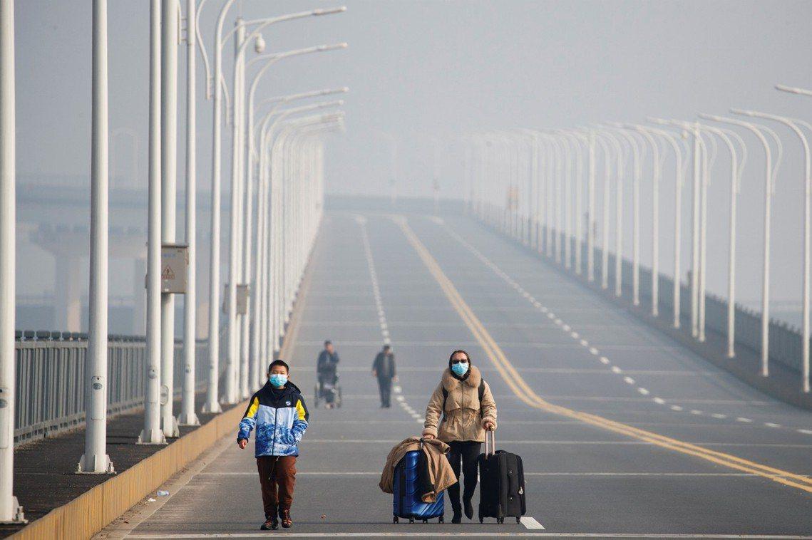 圖為中國九江長江大橋。 圖/路透社
