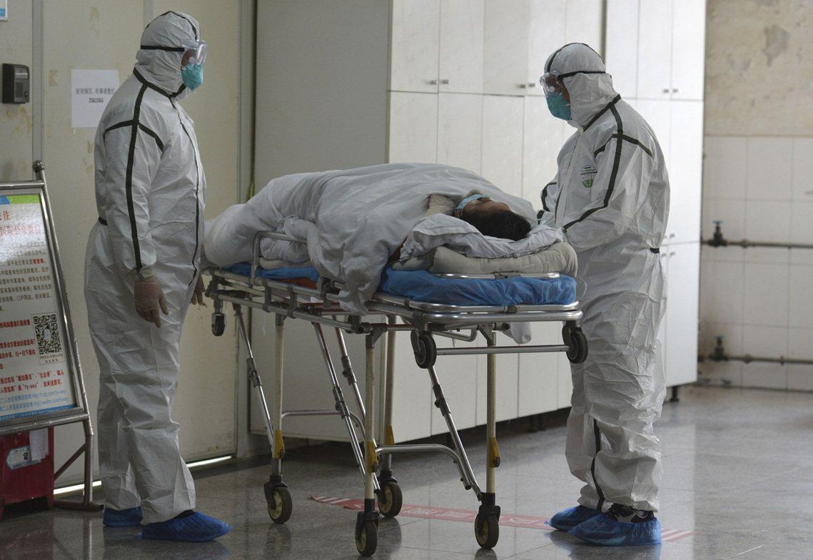 圖為武漢當地醫院。 圖/美聯社