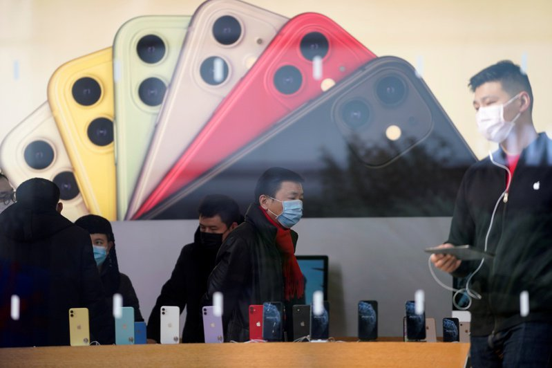 一名網友日前在網路上發文討論安卓手機外觀進步許多,甚至超越蘋果手機,引發熱議。圖為示意圖。圖/聯合報系資料照片